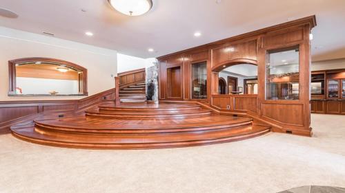 Expansive Elegance Nine Bedroom Estate - Inver Grove Heights, MN 55077