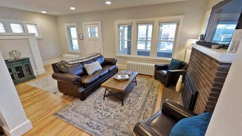 Uptown Jewel Two Bedroom Apartment - Minneapolis, MN 55409