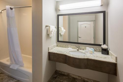 Hampton Inn & Suites Temecula Photo
