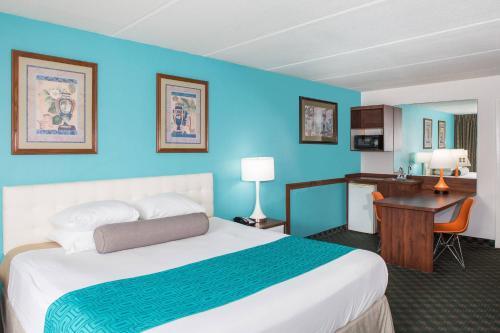 Howard Johnson By Wyndham Clearwater FL Hotel