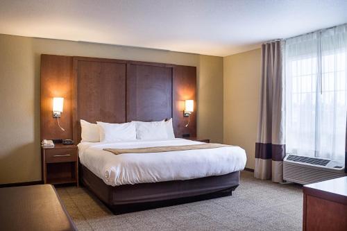 Comfort Suites Minot Photo