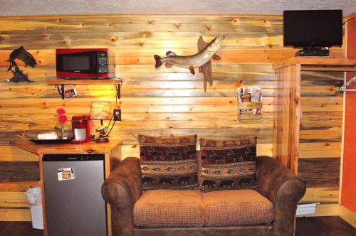 Restmore Inn & Cabin Rentals - Custer, SD 57745
