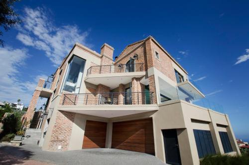Duttons Villa Photo