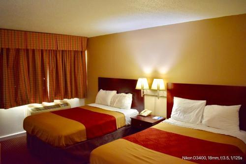 Rodeway Inn Terre Haute Photo