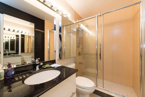 3 King Bedrooms + Patio! 1200 Sqft Industrial Loft