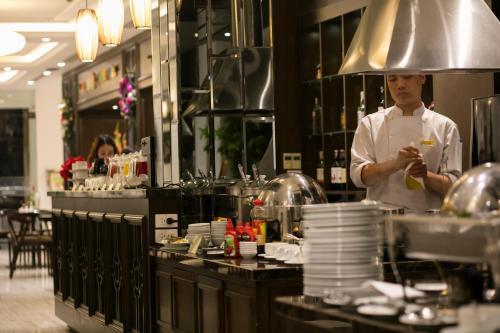 Quoc Hoa Premier Hotel & Spa photo 70