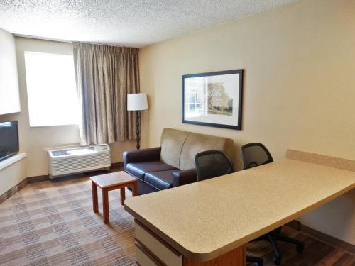Extended Stay America - Indianapolis - West 86th St. photo 4