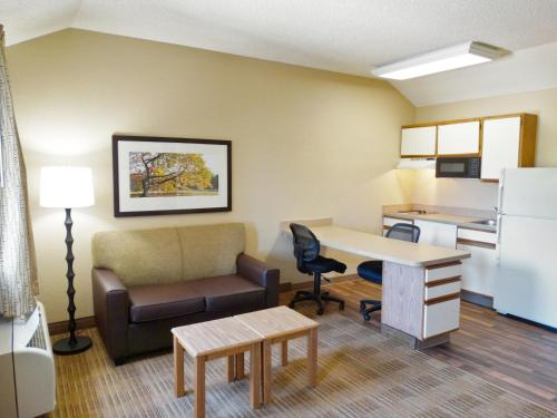 Extended Stay America - Indianapolis - West 86th St. photo 10