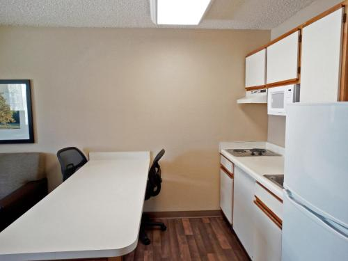 Extended Stay America - Indianapolis - West 86th St. photo 14