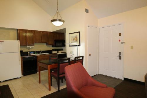 Hawthorn Suites by Wyndham Akron Photo