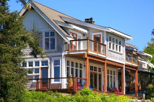 Black Rock Beach House - Ucluelet, BC V0R 3A0