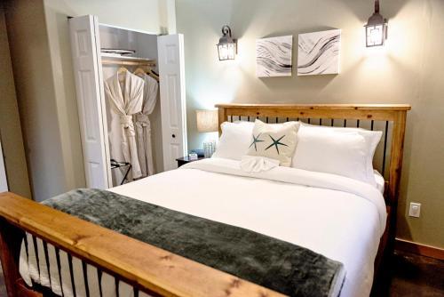 Anchorage Suite - La Mer Inn - Ucluelet, BC V0R 3A0