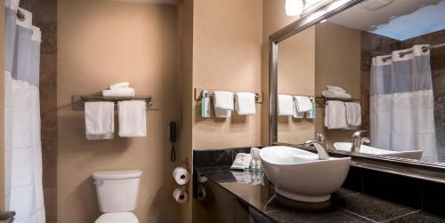 Best Western Plus Prestige Inn Radium Hot Springs Photo