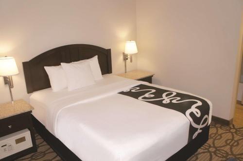 La Quinta Inn & Suites Springfield South Photo