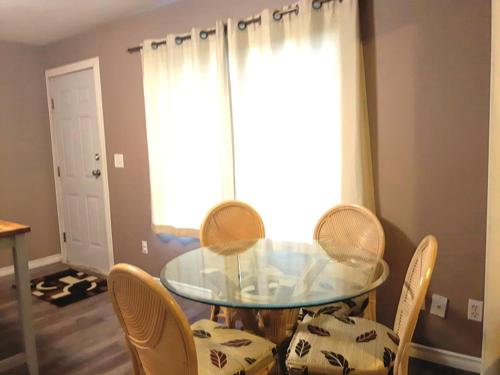2 Br Ground Level Private Suite - Surrey, BC V3S 8K1