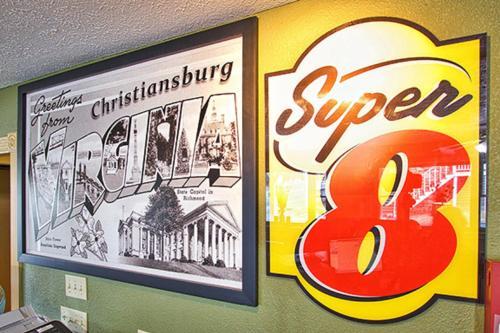 Super 8 Christiansburg Photo