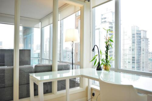 Luxury 2 Bdr 2 Ba In Downtown Vancouver - Vancouver, BC V6B 0H4