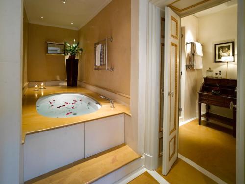 Relais Santa Croce by Baglioni Hotels photo 17