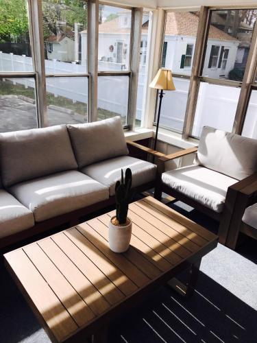 Ocean Ave Beach House - New London, CT 06320