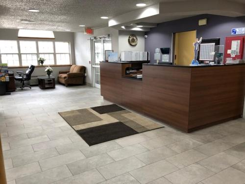 Econo lodge Inn and Suites Pittsburgh Airport.