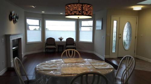 North Nanaimo Oceanview House - Nanaimo, BC V9V 1C7
