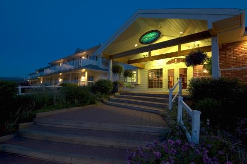 South Thompson Inn & Conference Centre Photo