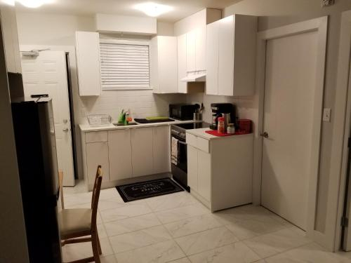 2 Bedroom Apartment Near Downtown - Vancouver, BC V6A 2G5