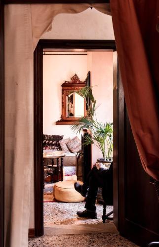 S. Marco, 2683, 30124 Venice, Italy.