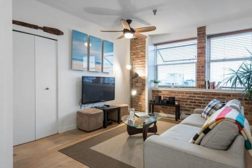 Loft In The Heart Of Gastown - Vancouver, BC V6B 2K7