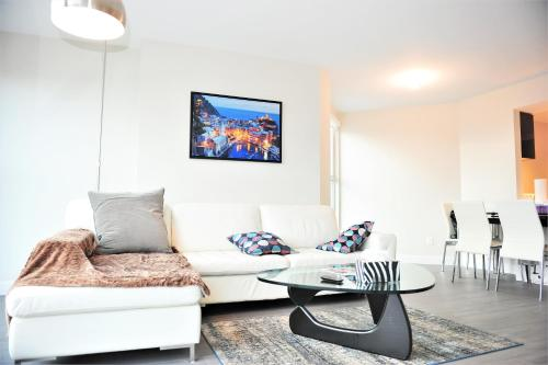 Luxury Yaletown 1bdr 1den Apartment - Vancouver, BC V6B 5M9