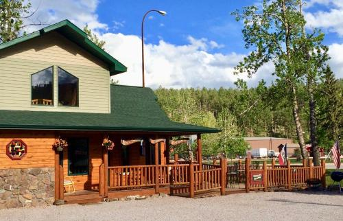 Mountains To Prairies Suites - Hill City, SD 57745