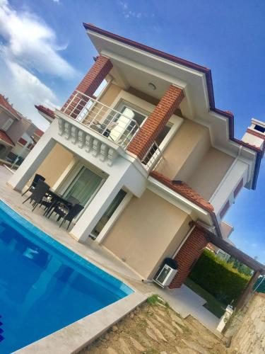 Kusadası Three Bedroom Villa with Private Pool in Aegean Breeze Site odalar