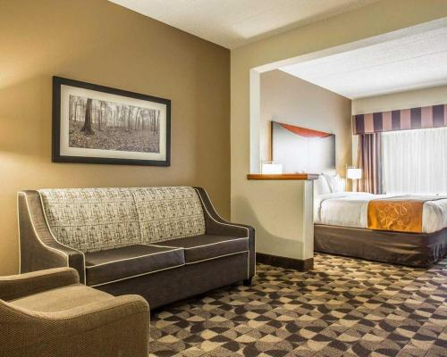 Comfort Suites at Harbison Columbia Photo
