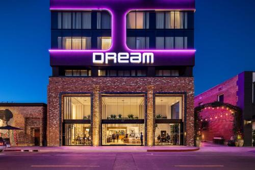 6417 Selma Avenue, Hollywood, California 90028, United States.