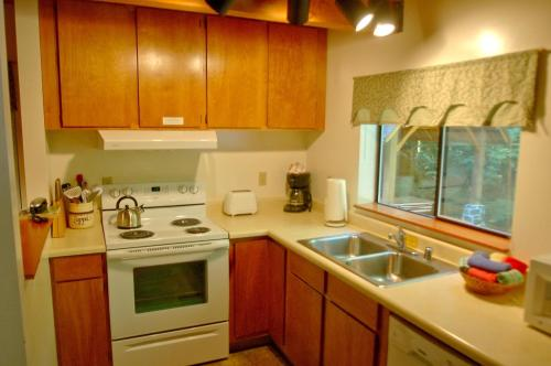 Maple Falls Holiday Cabin Or Bungalow Bl2828599314.