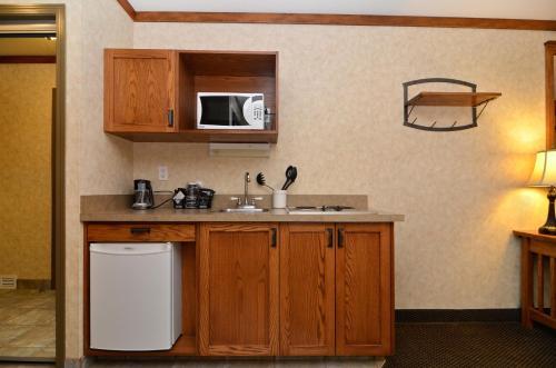 Best Western Plus Fernie Mountain Lodge - Fernie, BC V0B 1M0