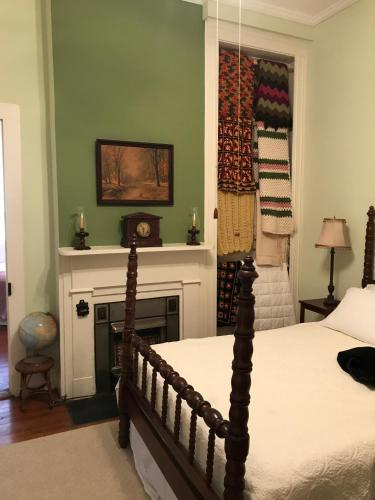 Riverboat Bed & Breakfast - Natchez, MS 39120