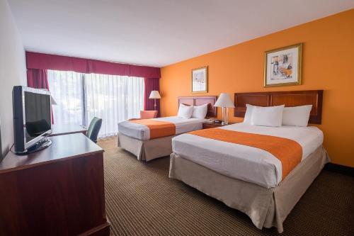 Howard Johnson Inn Fullerton Hotel And Conference Ctr