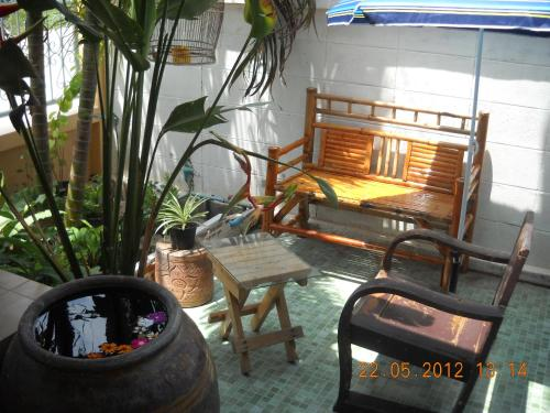 Srikrung Guesthouse photo 17