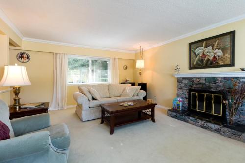 Capatious Exquisite Decorated Main Floor Home - Coquitlam, BC V3J 6R4
