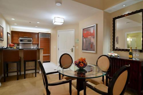 Aaa Mgm Signature 1 Br 2 Bath Suite