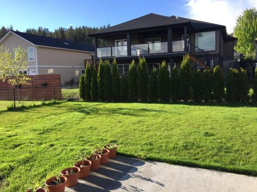 Clover Inn Kelowna - Kelowna, BC V1V 3A7
