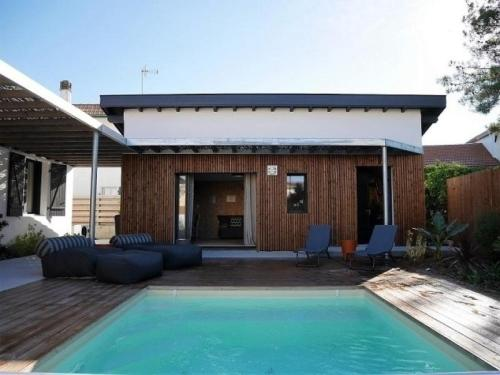 House C599 Triangle D Or Villa Contemporaine Avec Piscine In France
