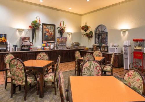 La Fuente Inn & Suites Photo