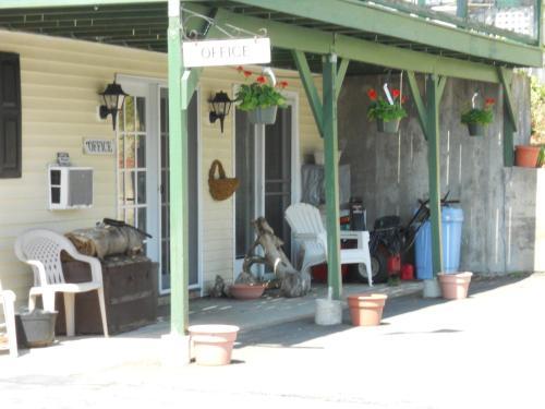 Autumn Breeze Motor Lodge Photo