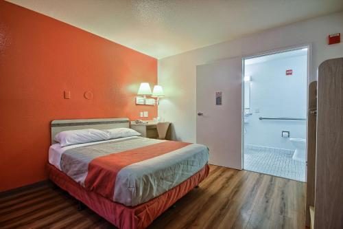 Motel 6 Tulare Photo