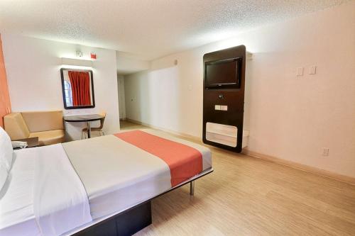 Motel 6 Dallas - Addison Photo