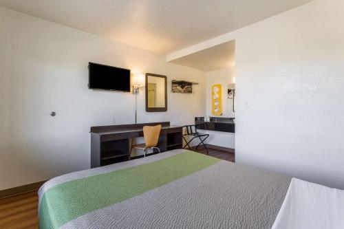 Motel 6 El Paso East Photo