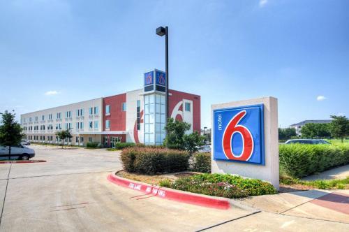 Hotels vacation rentals near texas motor speedway trip101 for Texas motor speedway hotel