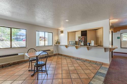 Motel 6 Santa Fe Central Photo